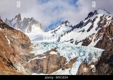 Glacier des Montagnes Fitz Roy, le Parc National Los Glaciares, en Argentine. Banque D'Images