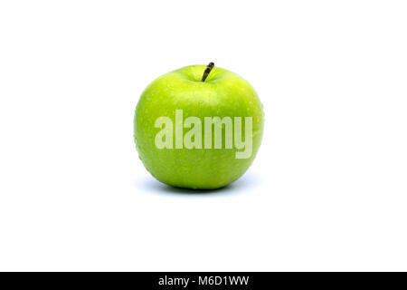 Pomme verte fraîche parfait isolé sur fond blanc Banque D'Images