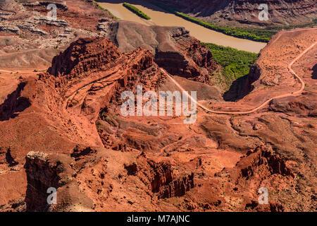 Les États-Unis, l'Utah, le comté de San Juan, Moab, Dead Horse Point State Park, Colorado, Cygne Shafer Trail Road, Banque D'Images