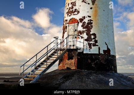 Point à l'abandon d'Ayr et de l'acier phare de Talacre Beach, sur la côte nord du Pays de Galles Banque D'Images