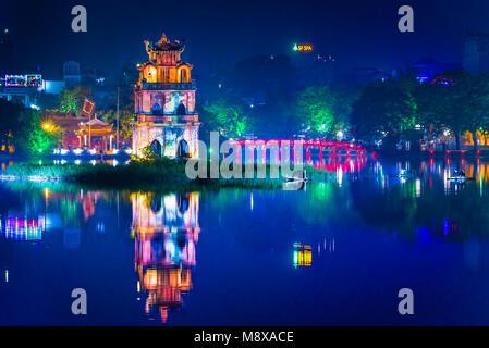 Hanoi Vietnam Ville, Vue de nuit de la vieille pavilion connu sous le nom de la Tortue (Tortue) situé dans la tour Banque D'Images