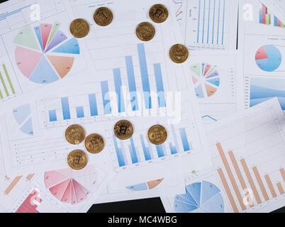 Bitcoin est une façon moderne de l'échange et cette crypto-monnaie est un moyen de paiement dans les marchés financiers et sur le web Banque D'Images