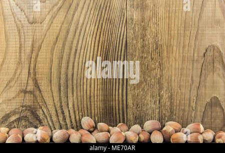 Les avelines sur une table en bois. Close-up shot. Pour votre utilisation éditoriale et commerciale. Banque D'Images