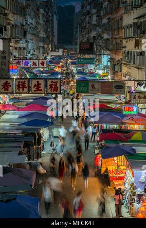 Le célèbre marché nocturne de la rue Fa Yuen, Hong Kong, Chine. Banque D'Images