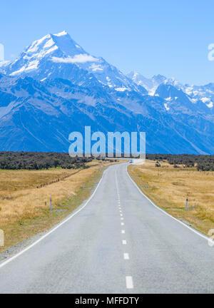 La Nouvelle-Zélande île du Sud Nouvelle-Zélande un vide tout droit sans le trafic routier dans la région de Mount Cook nouvelle zélande Banque D'Images
