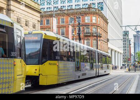 MANCHESTER, ANGLETERRE - 20 MAI 2018: le tramway sur le Metrolink train léger dans le centre-ville de Manchester Banque D'Images