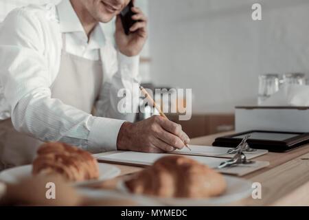En affaires compétent commande par téléphone Banque D'Images