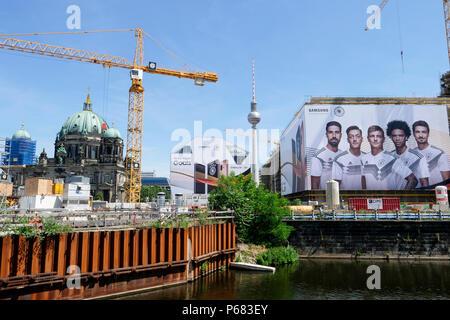 Allemagne, Berlin, grand Samsung annonce avec l'équipe de football allemande lors du championnat du monde de la Fifa 2018 en Russie Banque D'Images