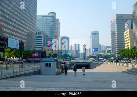 La place Gwanghwamun, également connu sous le nom de la place Gwanghwamun, Jongno-gu, Seoul, Corée du Sud. Banque D'Images