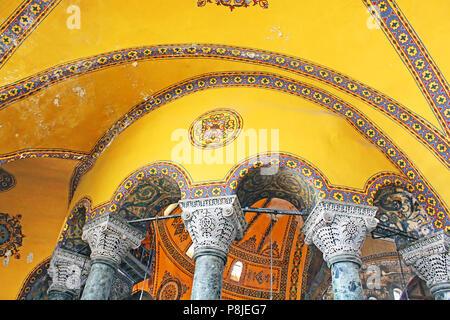 L'intérieur de la mosquée Sainte-Sophie à Sultanahmet, Istanbul, Turquie Banque D'Images