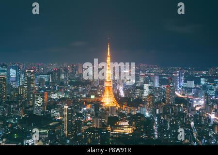Le Japon cityscape at Dusk. Paysage de Tokyo business building autour de la tour de Tokyo. Bâtiment moderne dans le quartier des affaires au Japon. Banque D'Images