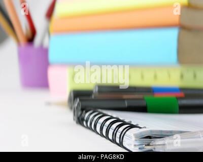 Close up. l'image floue de la table de multiplication on white Banque D'Images