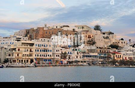 CHORA, GRÈCE - le 9 mars: la vieille ville de Chora, l'île de Paros, Grèce le 9 mars 2018. Chora est une capitale de l'île de Naxos, Cyclades, en Grèce. Banque D'Images