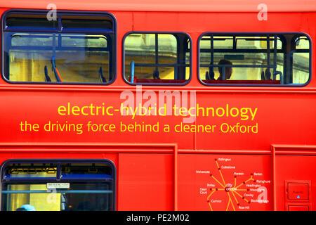 Autobus à deux étages à l'aide de la technologie hybride électrique dans la ville de Oxford England UK Banque D'Images