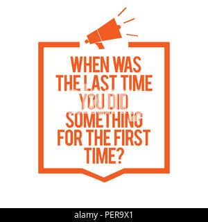 Écrit remarque montrant quand était la dernière fois que vous avez fait quelque chose pour la première fois question. Photo d'entreprise présentant 0 mégaphone orange haut-parleur fr Banque D'Images