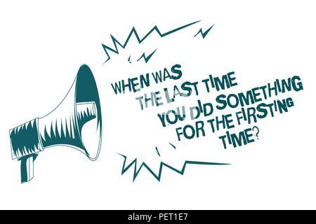 Signe texte montrant quand était la dernière fois que vous avez fait quelque chose pour la première fois question. Photo 0 conceptuel important message haut-parleur mégaphone gris Banque D'Images