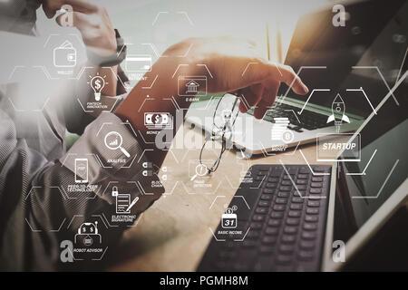Organigramme de la technologie financière et le revenu de base avec blockchain cryptocurrency minière crypto unicorn démarrage schéma virtuel argent.Business team meeti Banque D'Images