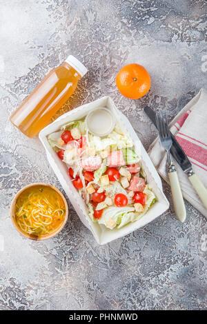 Salade césar au saumon Banque D'Images