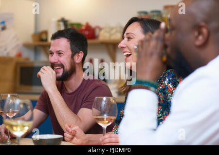 Friends laughing at dinner party Banque D'Images