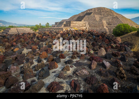 La pyramide de la Lune est la deuxième plus grande pyramide dans le San Juan Teotihuacán, Mexique, après la Pyramide du soleil. Banque D'Images