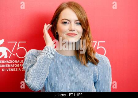 Venise, Italie - 30 août: Emma Stone assiste à la 'Favorite' photo-call durant le 75e Festival du Film de Venise le 30 août 2018 à Venise, Italie. Banque D'Images