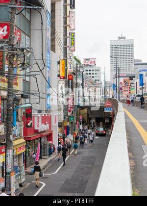 Tokyo, Japon - 11 septembre 2018: Rue d'un backstreet à Shinjuku Banque D'Images