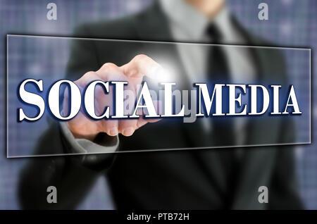 Bouton de médias sociaux sur un écran virtuel. Banque D'Images