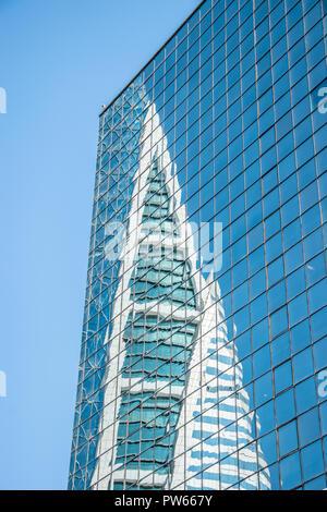 Bahrain World Trade Centre. Il s'agit d'un 240 mètres de haut, 50 étages, twin tower complexe, construit en 2008, premier gratte-ciel dans le monde avec vent intégré Banque D'Images