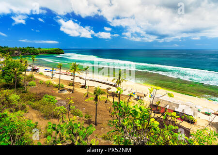 Nature paysage tropical beach avec Balangan happy travel tourist enjoying locations on Tropical Beach Bali, Indonésie Banque D'Images