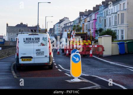 11 octobre 2018 les restrictions routières durant la réparation d'une conduite d'eau a éclaté sur la route côtière Seacliff à Bangor comté de Down en Irlande du Nord. Banque D'Images