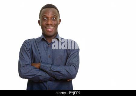 Les jeunes professionnels African man smiling et à la hâte avec des bras cr Banque D'Images