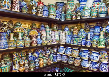 Poterie céramique traditionnel bazar Maroc Banque D'Images