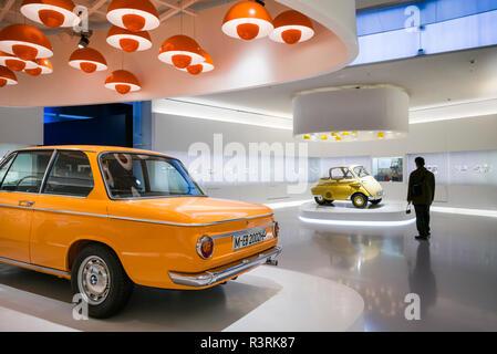 Germany, Bavaria, Munich. Musée BMW, BMW 2002 (usage éditorial uniquement) Banque D'Images