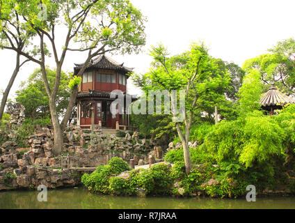 Pavillon dans le jardin de l'Humble Administrateur à Suzhou, Chine. Jour d'été Banque D'Images