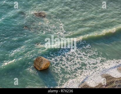 Vue à vol d'oiseau de Petra tou Romiou rochers sur un bel après-midi, considéré comme le lieu de naissance d'Aphrodite dans la mythologie grecque. C'est un célèbre touri Banque D'Images