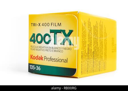 Prague, République tchèque - Le 30 décembre 2018: Kodak Tri-X 400 35mm rouleau de film noir et blanc avec une sensibilité ISO 400 dans la boîte, fabriqué par l'Eastma Banque D'Images
