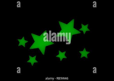 Lueur verte dans l'obscurité les étoiles pour plafond ou mural. Idéal pour les garçons ou filles de chambre à la décoration. Banque D'Images
