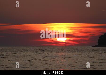 Coucher du soleil sur l'île de Hvar en Croatie Banque D'Images