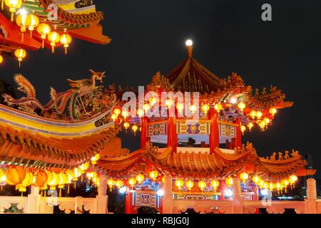 Le Nouvel An chinois Thean Hou dans décoration lanternes, temple bouddhiste monument à Kuala Lumpur, en Malaisie Banque D'Images
