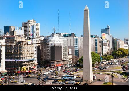 Avenida 9 de Julio, l'obélisque, Buenos Aires, Argentine, Amérique du Sud Banque D'Images