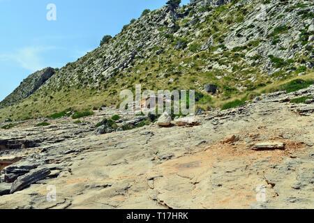Ancienne place forte du bunker de fortification sur la colline pour protéger le territoire et le feu l'ennemi en Espagne, Europe Banque D'Images