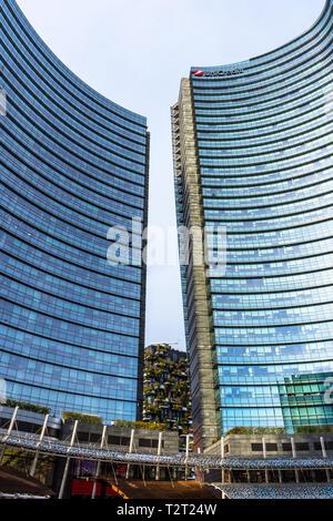 Les toits de Milan avec les gratte-ciel modernes dans le quartier des affaires de Porta Nuova, en Italie. Banque D'Images