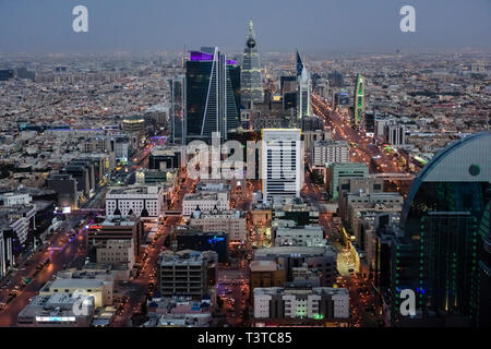 Vue aérienne de cityscape at night, Riyadh, Arabie Saoudite Banque D'Images