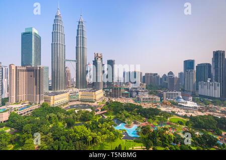 Le centre-ville de Kuala Lumpur, Malaisie sur les toits de la ville dans la matinée. Banque D'Images