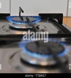 Sur flamme de gaz de cuisson cuisine. Banque D'Images
