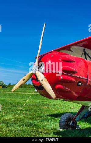 Hélice et nez de vintage rouge Murphy Renegade biplan à Delta Heritage Airpark. Banque D'Images