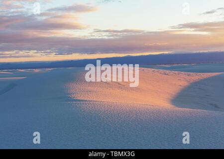 Les dunes de sable blanc à New Mexico, USA Banque D'Images
