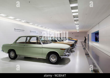 Germany, Bavaria, Munich, BMW Museum, l'exposition de voitures BMW Banque D'Images