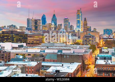 Philadelphie, Pennsylvanie, USA skyline au centre ville au crépuscule. Banque D'Images