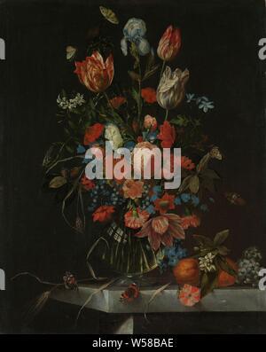Nature morte avec fleurs, nature morte avec fleurs. Bouquet de fleurs (roses, tulipes, iris) dans un vase en verre sur un socle en pierre, avec papillons parmi les fleurs., Ottmar Elliger (I), 1673, toile, de la peinture à l'huile (peinture), H 86 cm × w 68 cm Banque D'Images